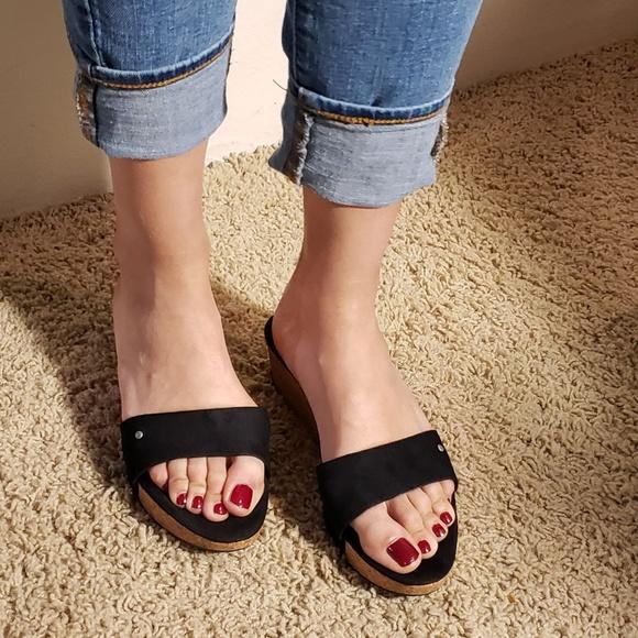 e9577809830 UGG Black Sandals
